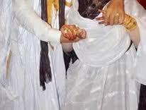 عاجل قصة فنان موريتاني يتحول من زوج الى حارس لزوجته