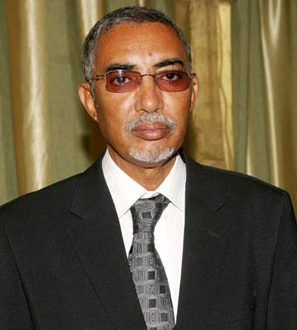 اتهام الوزير الأول بإقالة علماء وفقهاء بارزين وتعويضهم بمقربين منه (أسماء)