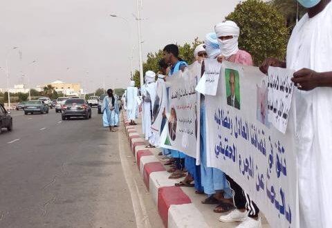 أهالي المساهمين السابقين في مصرف NBM يتظاهرون أمام العدالة
